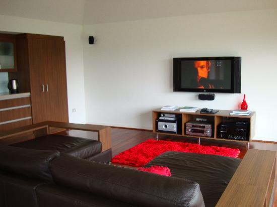 Chandeliers on Abbey: lounge