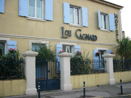 Hotel Lou Cagnard: from the street