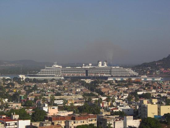 Sinaloa, México: Cruise ships