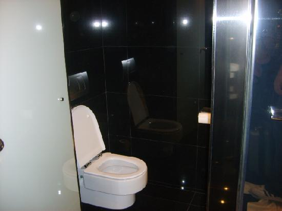 NH Collection Barcelona Tower : Toilet