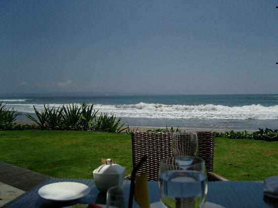 The Samaya Bali Seminyak : Breakfast by the sea