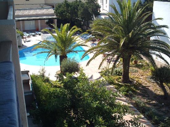 Hotel Voramar: Vista dalla camera verso la piscina