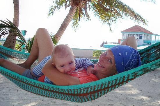 Coco Beach Resort: Hanging in the hammocks