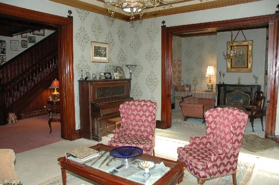 Firmstone Manor: Parlor and drawing room