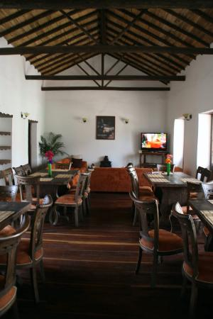 Casa Platypus: communal lounge and dining area