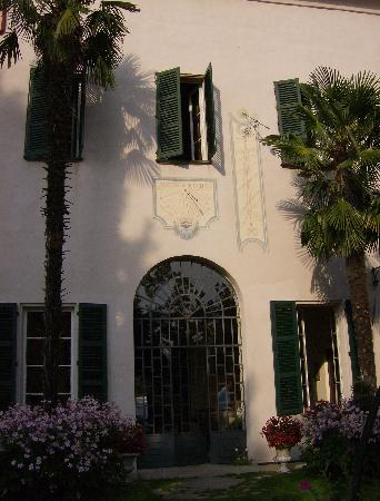 Verduno, Italia: Entrance from the garden