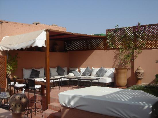 Riad Petit Karmela: sofás de la terraza