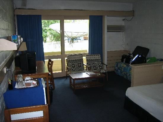 Solomon Kitano Mendana Hotel : Typical room