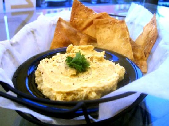 Zingo's Mediterranean: Hummus and Chips
