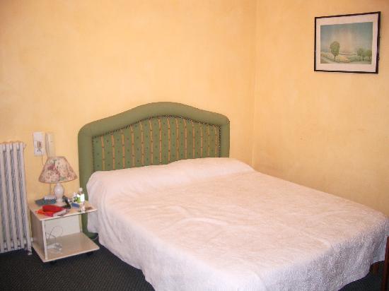 Hotel Gardenia : comfortable bed