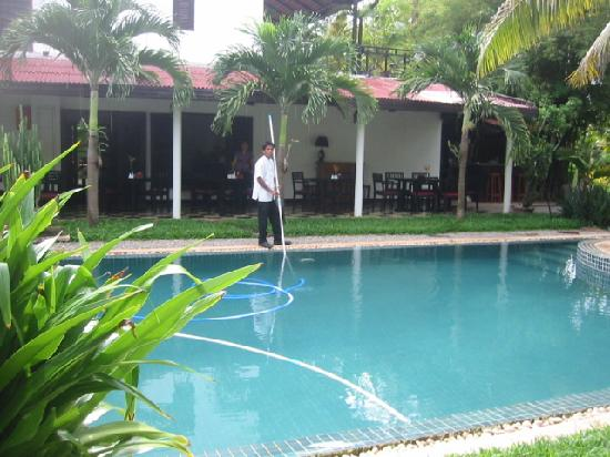 La Maison d'Angkor: Another pool picture