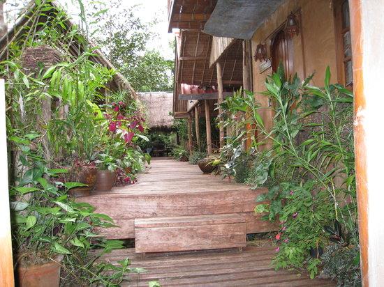 Soppong River Inn: The deck in the morning sun