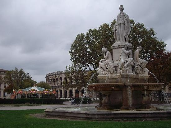 Residence Club les Mazets : Nimes - Bullring and Fountain