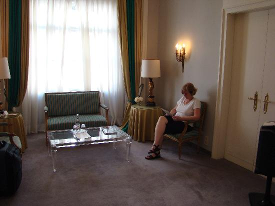 Hotel Opera: The sitting room