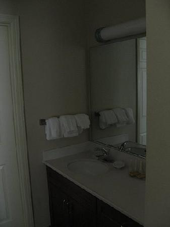 Residence Inn Charlotte University Research Park: The Bathroom