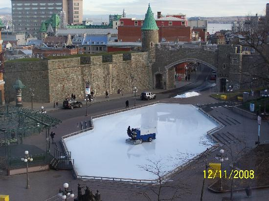 Quebec City Marriott Downtown: View from window of skating and le zamboni