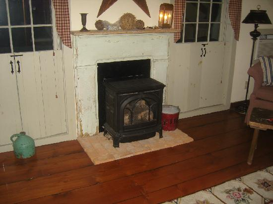 Olde Rhinebeck Inn: The stove in our room
