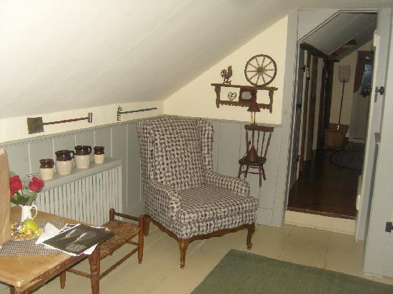 Olde Rhinebeck Inn: The sitting room