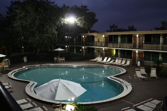 Ramada Kissimmee Gateway : One of the pool