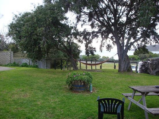 Tandarra Lodge Kangaroo Island: Gardens, hammock