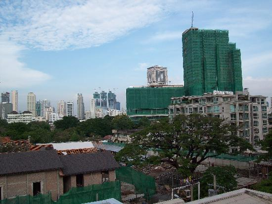 HI-Sukhumvit: View from the roof top terrace