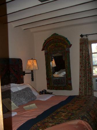 Inn of the Five Graces : Bedroom