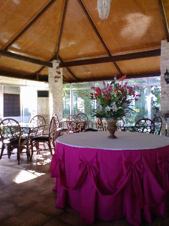 Olman's View Resort: olman's dining area