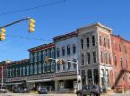 Parke Bridge Motel: Downtown Rockville, Indiana