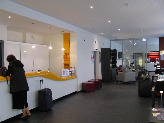 Aparthotel Adagio Basel City: Hotel Lobby