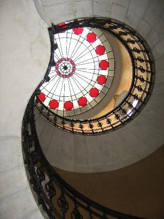 Gerloczy Rooms de Lux: Stairway looking up