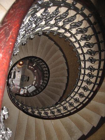 Gerloczy Rooms de Lux: Stairway looking down