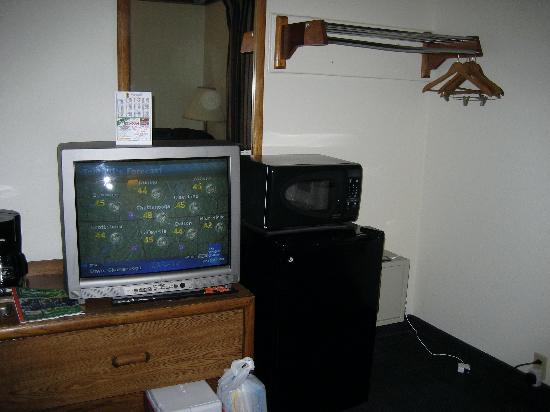 Super 8 Chattanooga Lookout Mountain TN: fridge and microwave