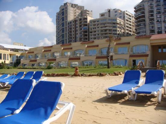 فندق ميديترينيان أزور: Hotel from the beach