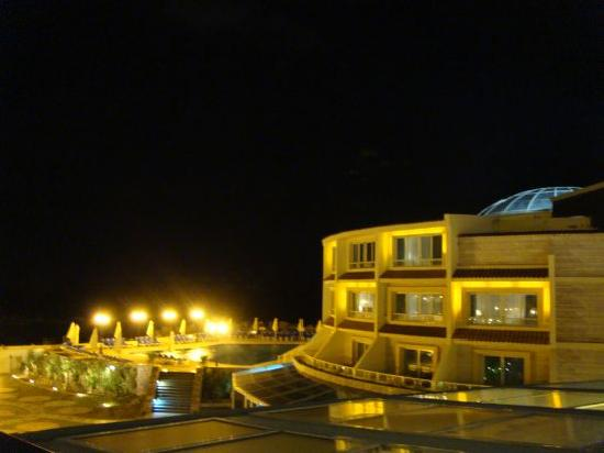 Mediterranean Azur Hotel: Hotel at night