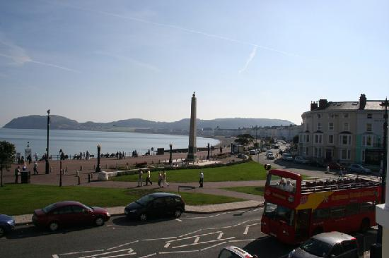 Lauriston Court Hotel: view towards the little orme
