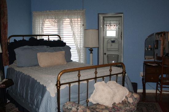 Royal Elizabeth Bed and Breakfast Inn: Our room