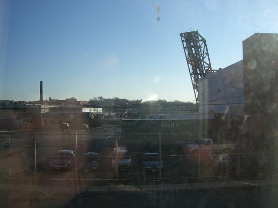 Comfort Suites Newark: View of industrial area from room window