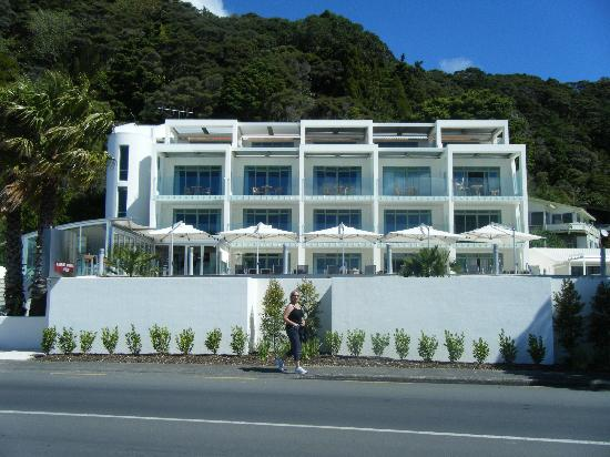 Paihia Beach Resort & Spa: Front view of the Hotel