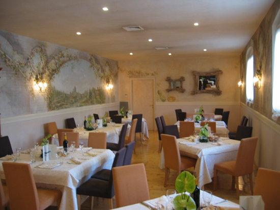Fagnano Olona, Italy: Sala del ristorante Acquerello