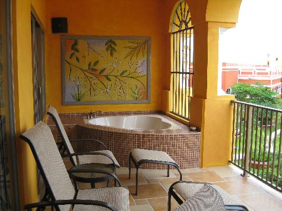 The Royal Haciendas All Suites Resort & Spa: jacuzzi on balcony