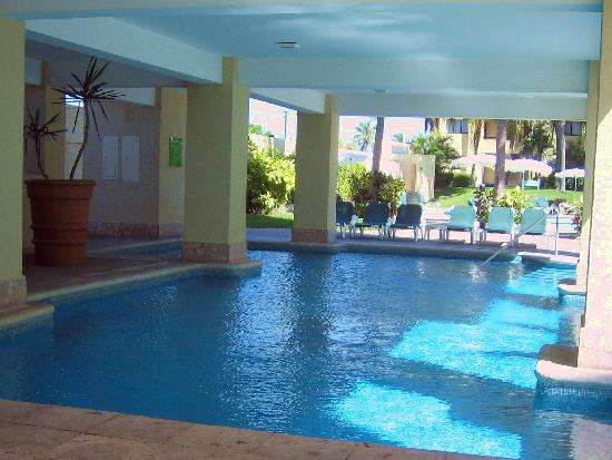 Sea Garden Mazatlan: THE KIDS LOVED THIS COVERED POOL