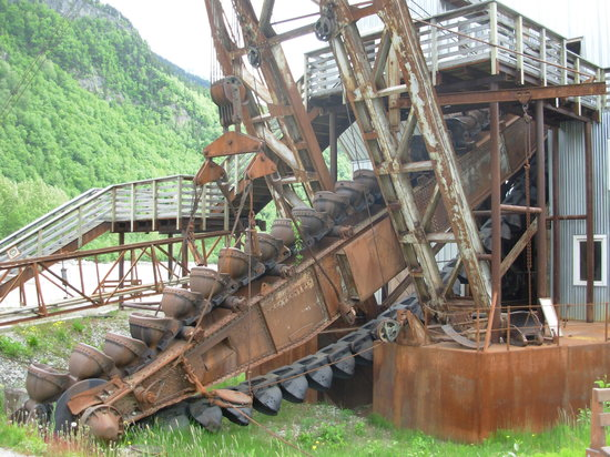Klondike Gold Dredge Tours