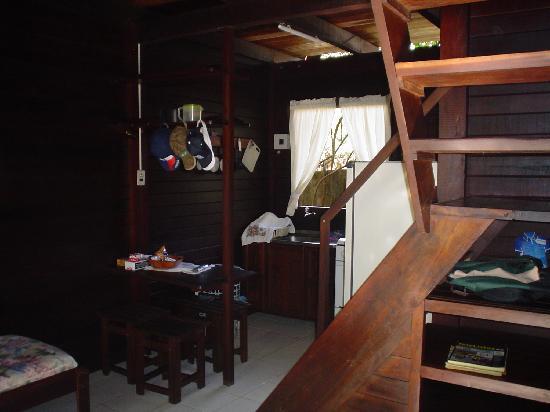 Hotel Chalet Suisse: Interior del chalet (planta baja)