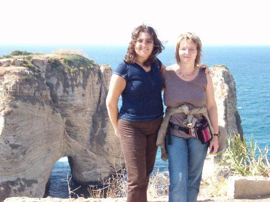 Libanon: Hiltrud and I, with the famous rock behind us