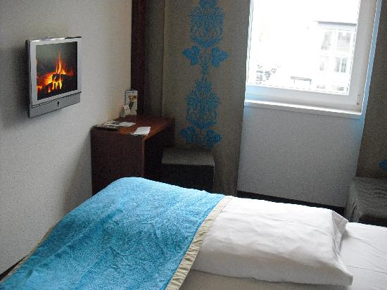 Doppelzimmer motel one stutgart picture of motel one for Motel one doppelzimmer