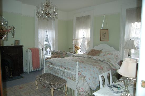 Pratt-Taber Inn: bedroom