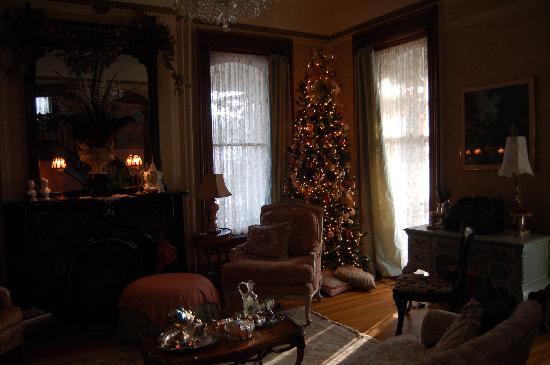 Pratt-Taber Inn: livingroom