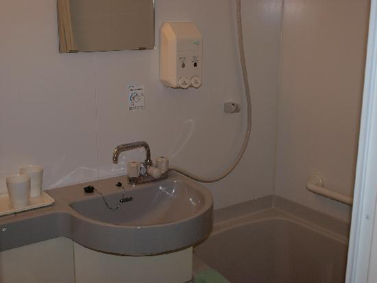 Hirakata Sun Plaza Hotel: Our bathroom; the faucet serves both the sink and the tub/shower.