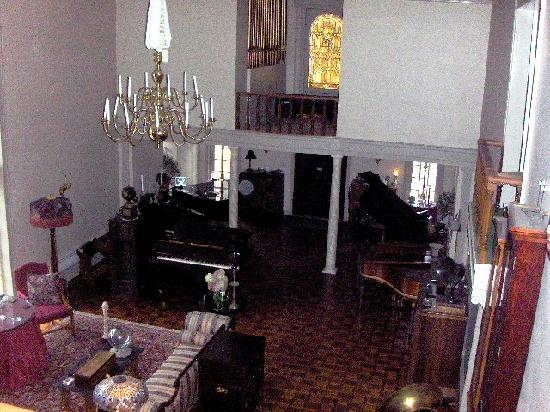 Farnsworth House Bed and Breakfast: The great living room