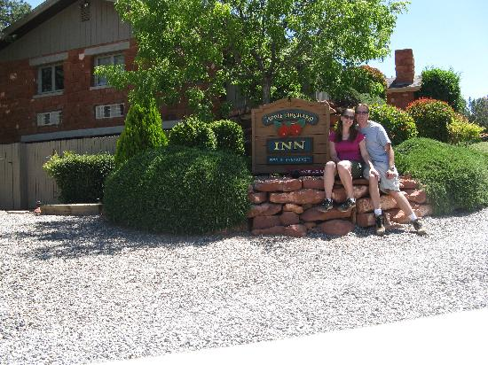 Apple Orchard Inn: The entrance to the Canyon Room